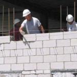 Строительство первого ряда дома из газосиликатных блоков