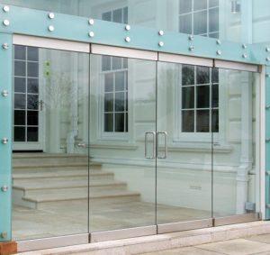 Маятниковые стеклянные двери