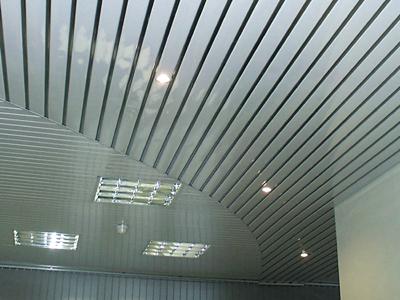 Поэтапная сборка реечного подвесного потолка