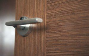 Как выбрать качественную межкомнатную дверь